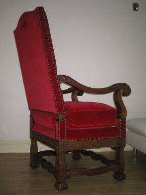 Throne7